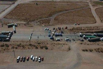 Los piquetes ya generan desabastecimiento en Neuquén y se pierde producción de gas