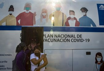 Chile suspende el uso de la vacuna de AstraZeneca por un caso de trombosis