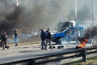 Protesta y enfrentamientos en la autopista Dellepiane