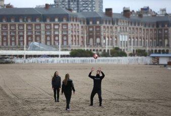 Con más consultas que reservas, la costa se prepara para las vacaciones