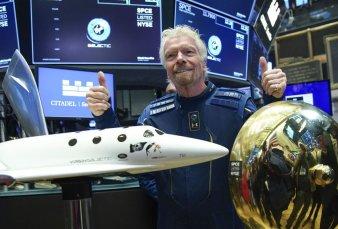 Richard Branson llegó al espacio y le ganó la carrera de magnates a Bezos
