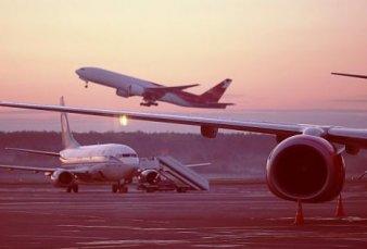Las aerolíneas confirman los vuelos que tienen aprobados hasta fin de mes