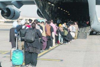 Biden ordena a aerolíneas privadas asistir en la evacuación de Afganistán