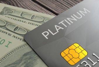Un atajo frente al cepo: crecen gastos en dólares con las tarjetas de crédito