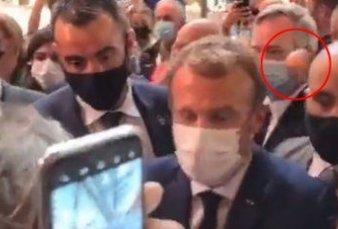 Escándalo en Francia: le tiraron un huevazo en la espalda a Macron