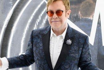 Tras 22 años, Elton John vuelve a estar entre los 40 principales