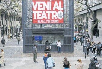 Furor por el teatro: largas filas para comprar entradas con 50% de descuento